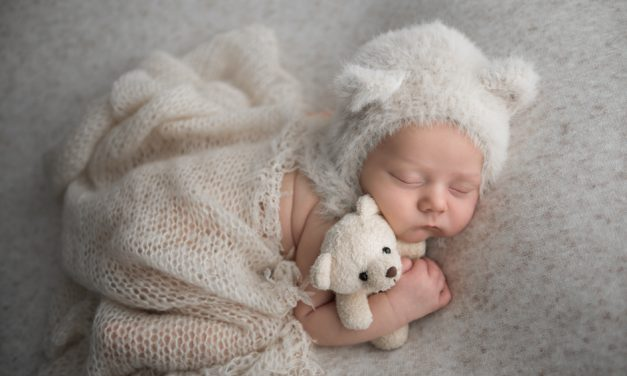 Book a maternity or newborn session with multi-award-winning photographer, Maggie Smith!